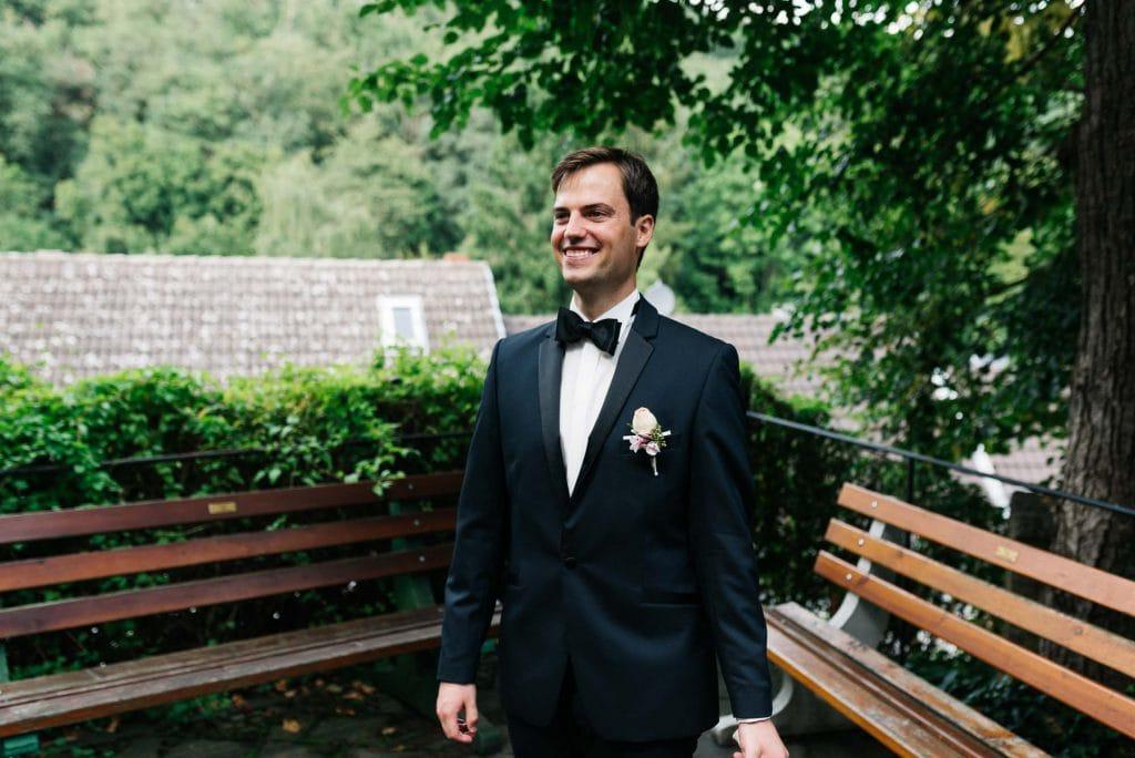 Ein glücklicher Bräutigam.