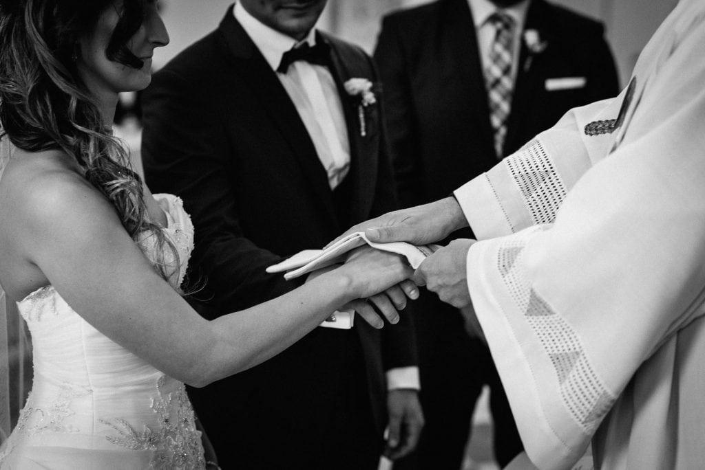 Das Brautpaar empfängt den Segen.