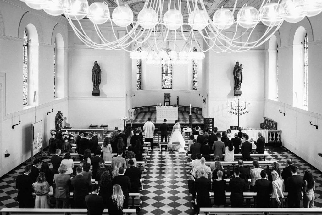 Blick von der Empore der Kirche.
