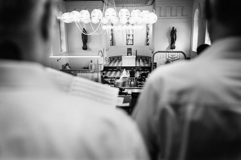 Blick von der Empore in die Kirche.
