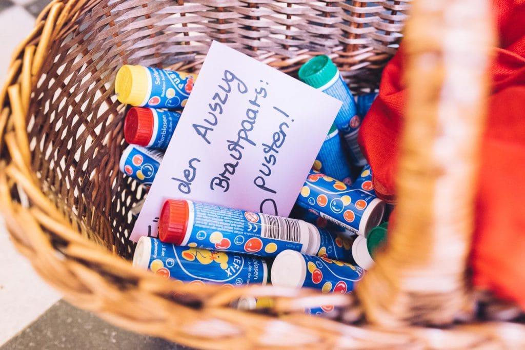 Seifenblasen für die Hochzeitsgäste.