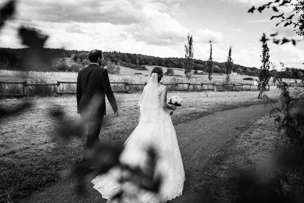 Das Brautpaar von hinten.