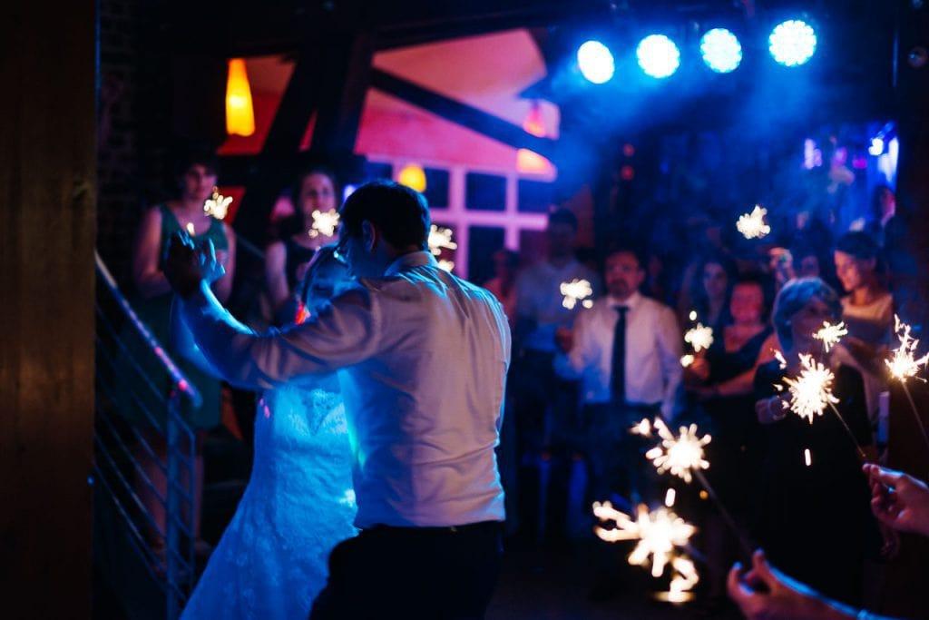 Der Eröffnungstanz des Brautpaars.