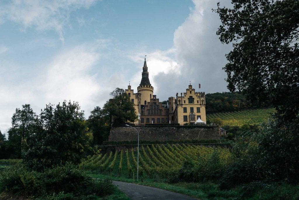 Panorama von Schloss Arenfels.