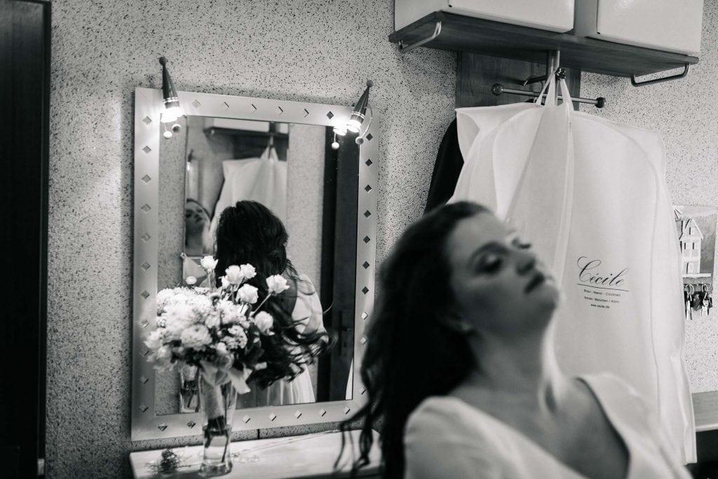 Die Braut beim Getting Ready.