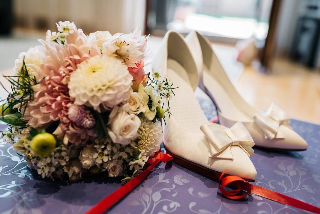 Accessoires der Braut.