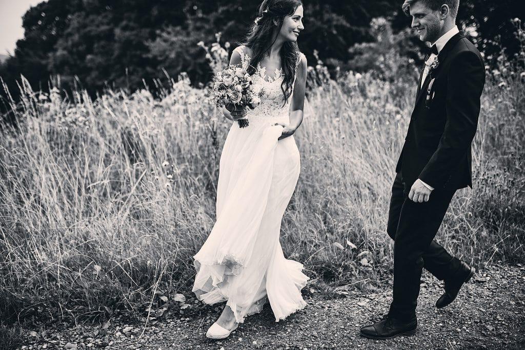 Das Brautpaar auf dem Weg zum Shooting.