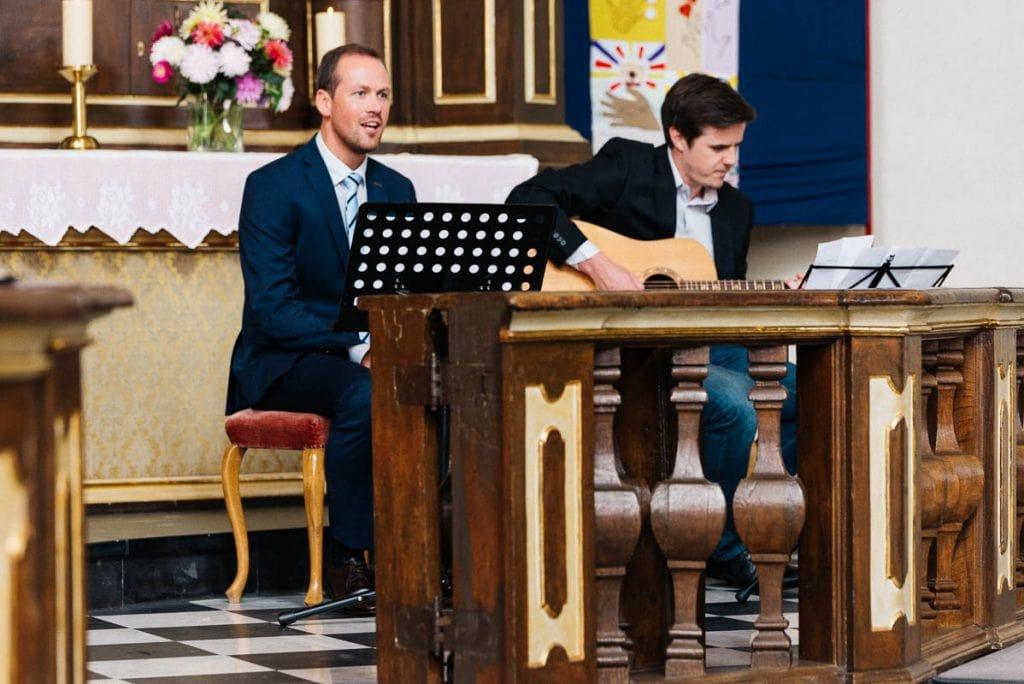 Musiker in der Kirche.