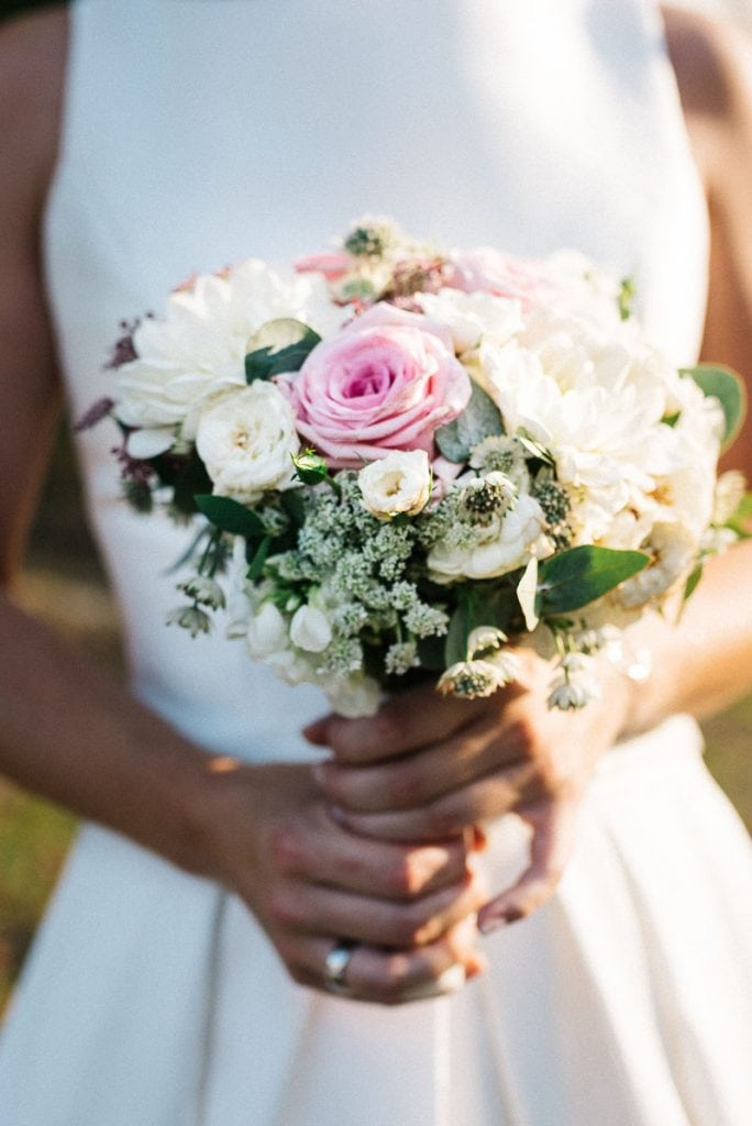 Detailaufnahme des Brautstraußes.