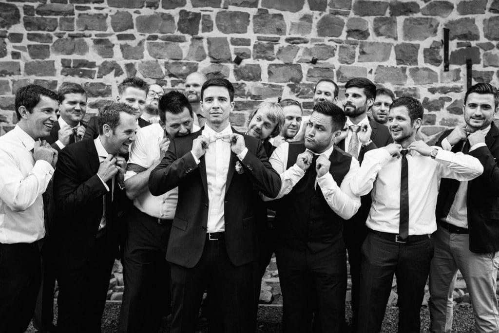 Der Bräutigam mit seinen Jungs.