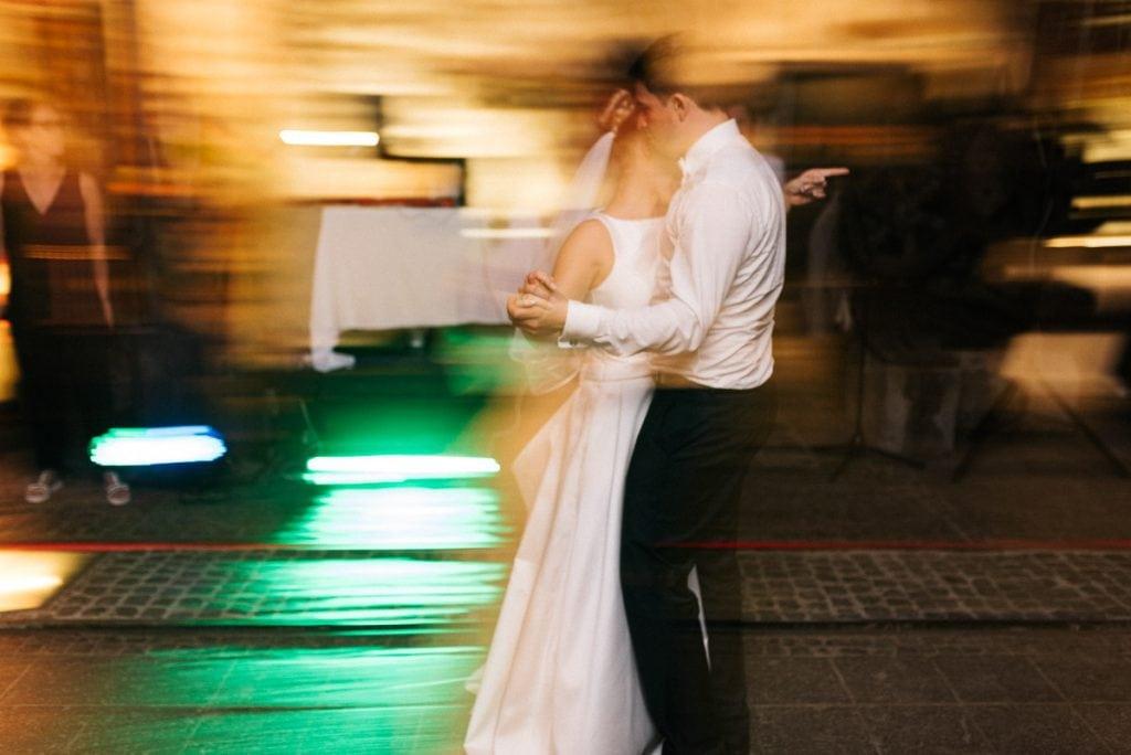Das Brautpaar beim Tanz.