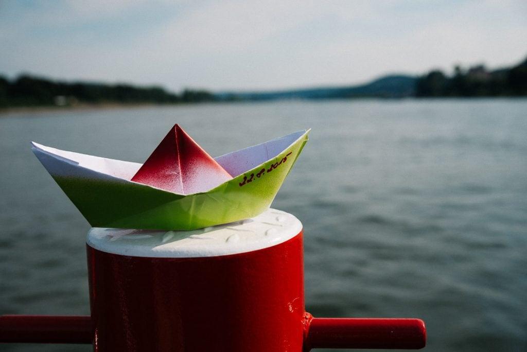 Kleines Papierschiffchen.