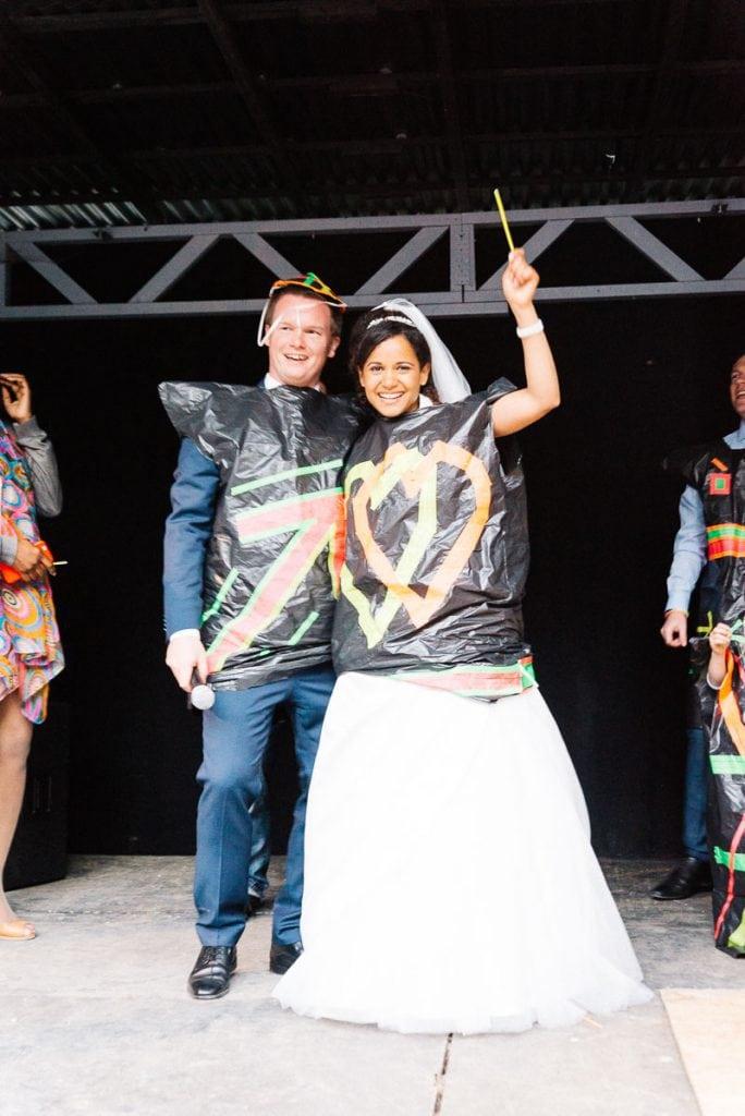 Das Brautpaar auf der Bühne.