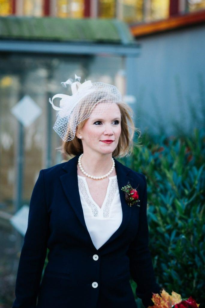 Die Braut kommt an.