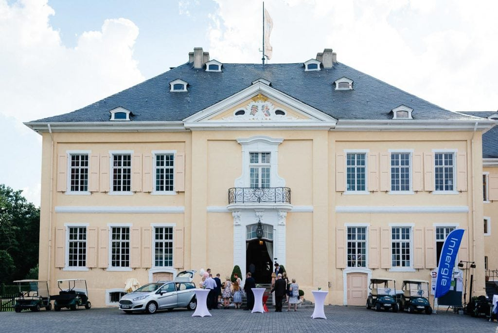 Das Haupthaus des Schloss Miel.
