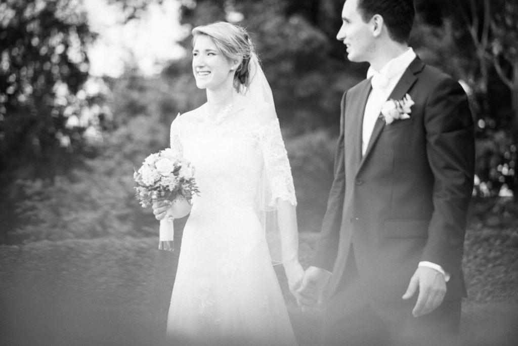 Das Brautpaar im Schlosspark.